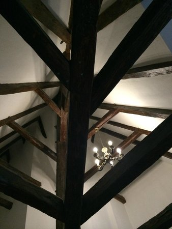 Cerny Slon: Номер под крышей