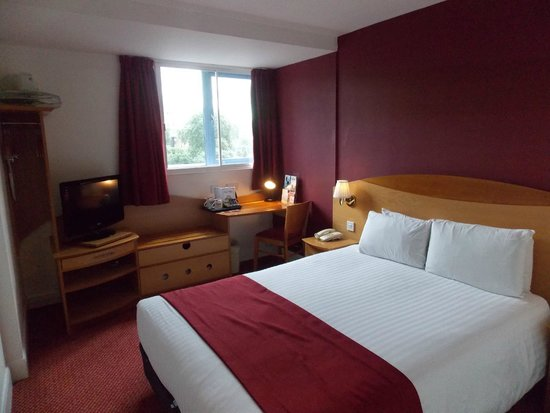 Days Hotel London- Waterloo: Uncomfortable bed