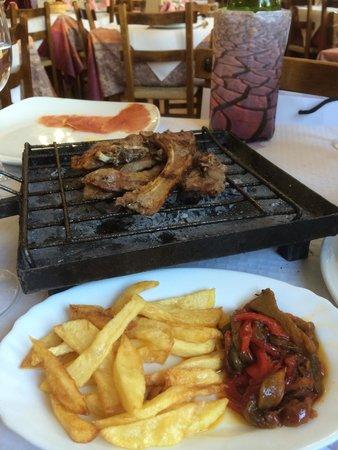 Casa Rural El Mesón: Tapas at the beautiful little family run restaurant. :) I think these were lamb chops in a mini