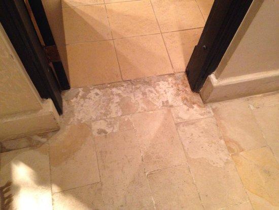 The Grand Hotel Sharm El Sheikh: Missing tiles