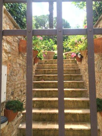 Locanda La Mandragola: Garden entrance