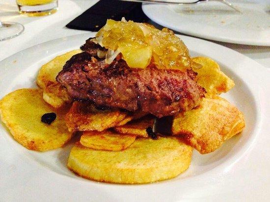 La Escalera: Hamburguesa de buey con panceta y patata panadera