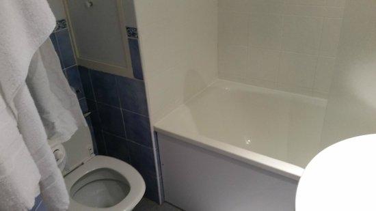Hotel Le Patti: étroitesse de la salle de bains
