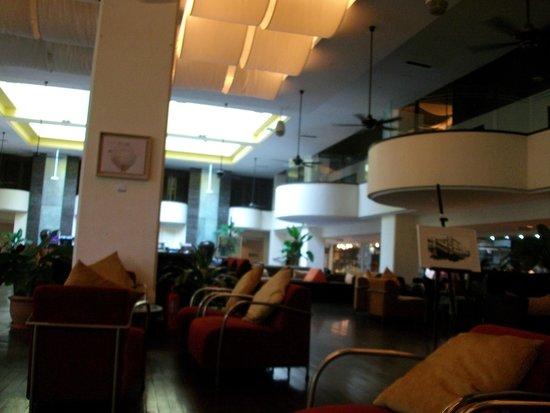 PARKROYAL Penang Resort, Malaysia : Hotel lobby