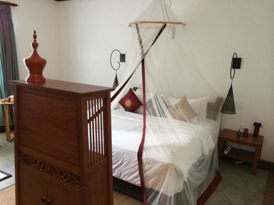 Blue Bird Hotel : Inviting double bed
