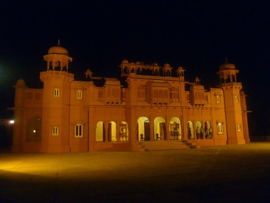 Hotel Gaj Kesri: Hôtel de nuit