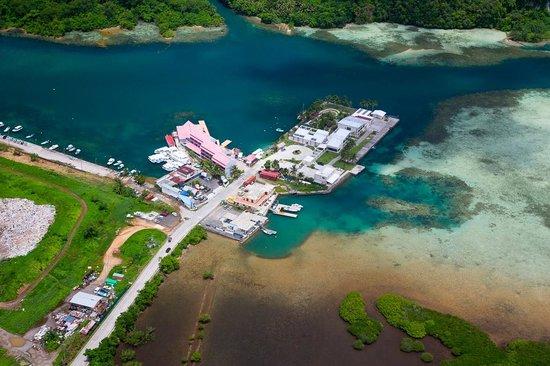 Landmark Marina: Luftaufnahme mit Hotel, Müllhalde und Schiffswerft