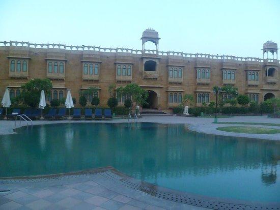 Desert Tulip Hotel & Resort : Piscine