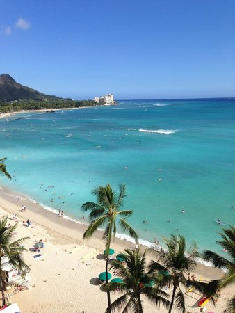 Outrigger Waikiki Beach Resort : An afternoon view, oceanfromt room 825