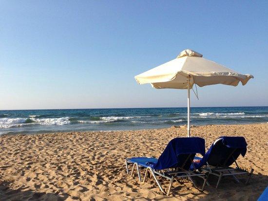 Kernos Beach Hotel : Plage en fin de journée