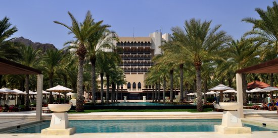 Al Bustan Palace, A Ritz-Carlton Hotel: Pool is shallow and usually get filled up by kids and adults.