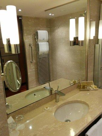 Eurostars Berlin Hotel: Baño