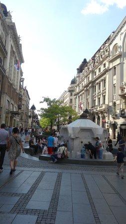 Knez Mihailova: питьевой фонтан крайне покулярен
