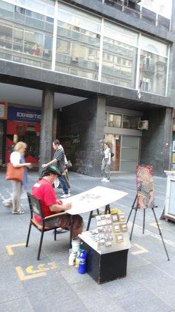 Knez Mihailova: уличные художники и мастера предлагают свои работы