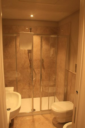 Grand Hotel Cavour: Large double shower