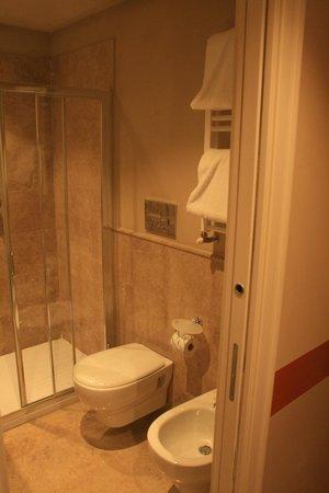 Grand Hotel Cavour: Bathroom