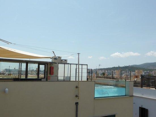 Hotel Tres: Piscine sur le toit-terrasse