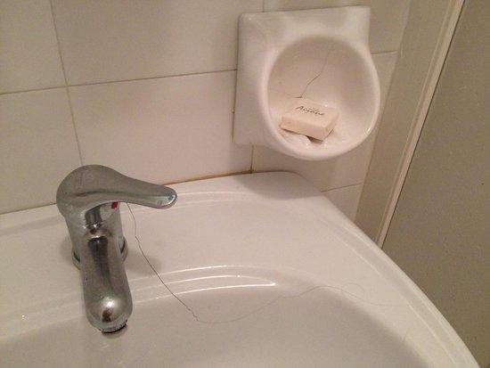 Hotel Airone : lavandino crepato