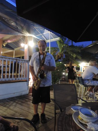 Sunset Waterfront Grill & Bar: sempre Lui