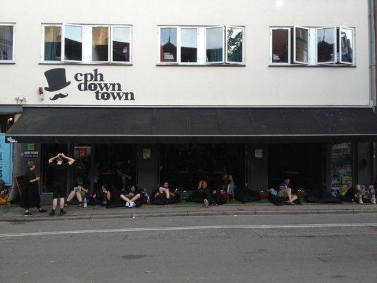 Copenhagen Downtown Hostel : Hostel's view / Outdoor sofas
