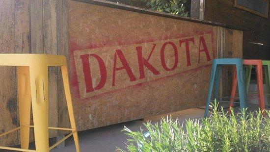 Pujaut, فرنسا: Le Dakota, aérodrome de Pujaut