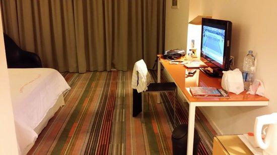 HARRIS Suites FX Sudirman: Bedroom