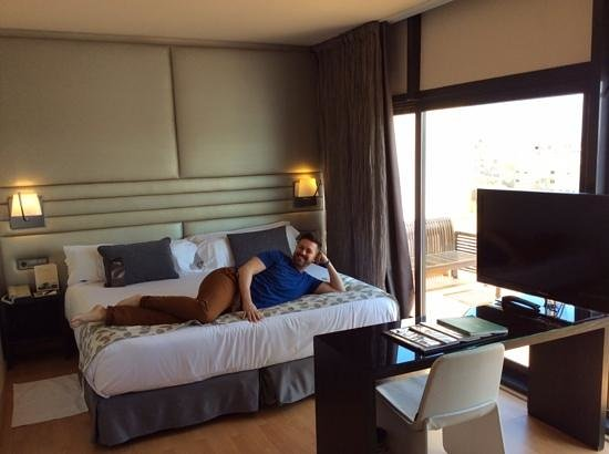 H10 Marina Barcelona Hotel : Big bed! Privilege Suite 811