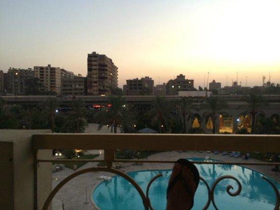 Grand Pyramids Hotel : Enjoying the sunset