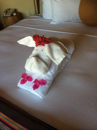 Embarc Zihuatanejo: New towel art almost every day!