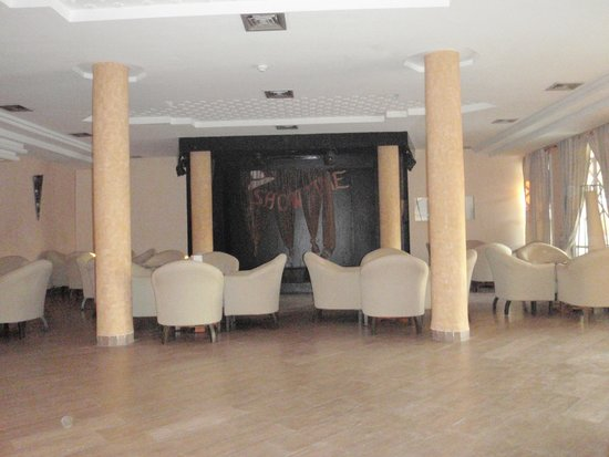 Hotel Nereides: salle spectacle hivers
