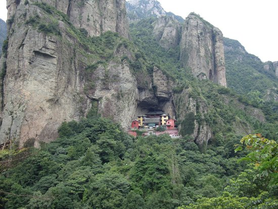 Mt.Yandang Resort: Temple at yandang mountain