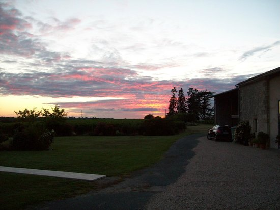 Mesthomas: Sunset over the vineyard from the our bedroom window