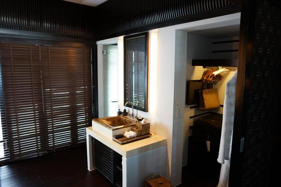 Four Seasons Resort The Nam Hai, Hoi An: Bathroom