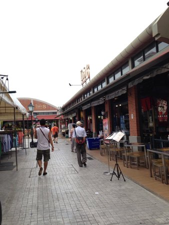 Asiatique The Riverfront: Row of restaurants, alfresco dinning