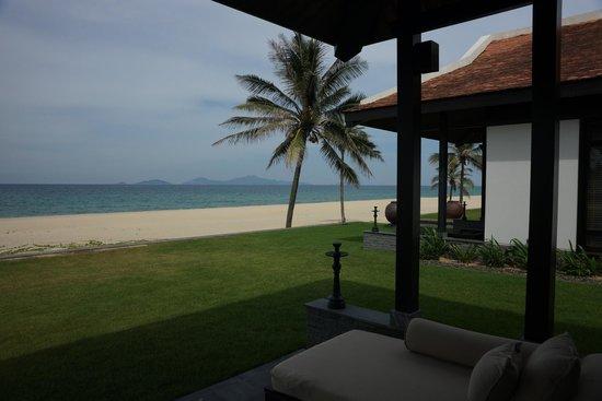 Four Seasons Resort The Nam Hai, Hoi An: Beachfront villa in Row 1