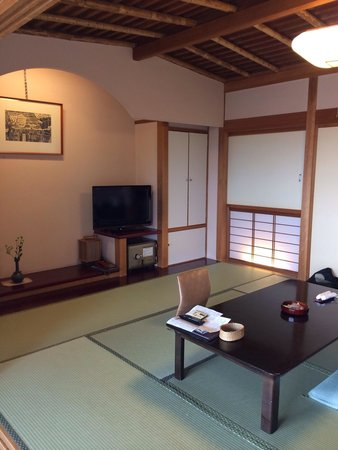 Takayama Kanko Hotel: Rooms we were moved to after a discussion with the staffs