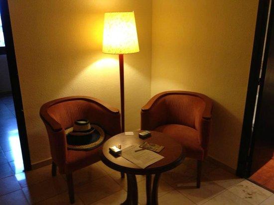 Expo Hotel Valencia: Ingresso con spazio relax