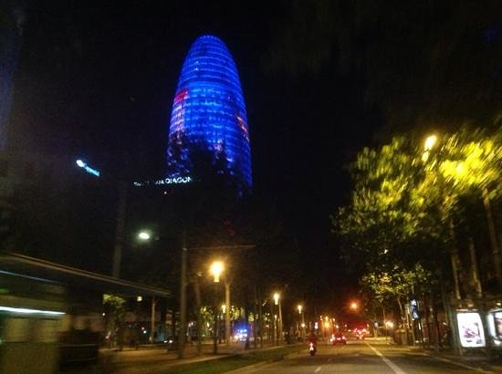 Torre Agbar : башня Агбар с проспекта Диагональ