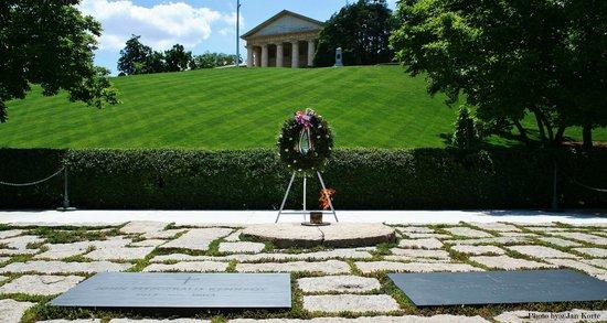 Arlington National Cemetery: Graf John F Kennedy en zijn vrouw Jacky