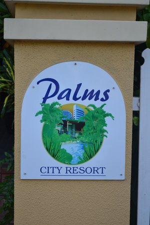 Palms City Resort: The entrance gates