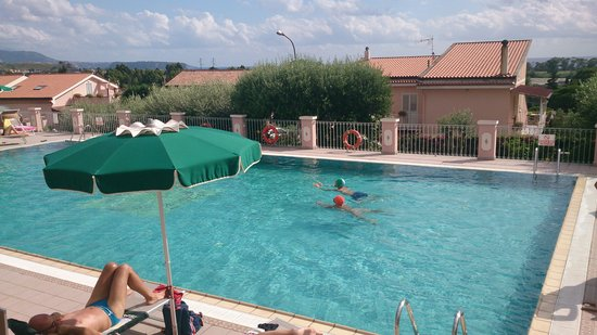 Hotel Ristorante Borgo La Tana: la piscina...