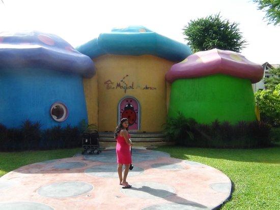 Duangjitt Resort & Spa: kids play area