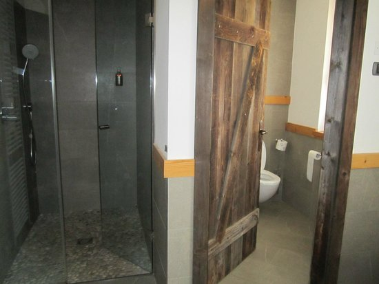 Pineta Naturamente Hotels: Bagno e doccia suite Arnica