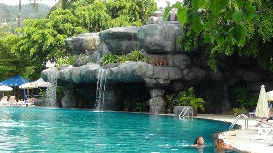 Duangjitt Resort & Spa: rock waterfall