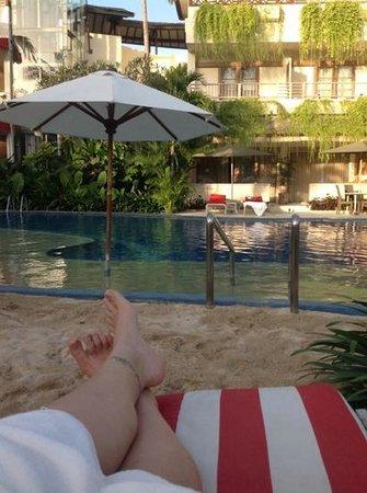 The Breezes Bali Resort & Spa : pool side