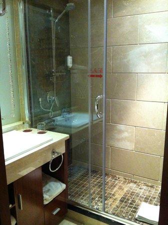 Huatian Chinagora Hotel : Salle de bain