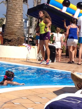 H10 Las Palmeras: Zumba in the pool