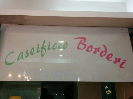Caseificio Borderi: Insegna interna