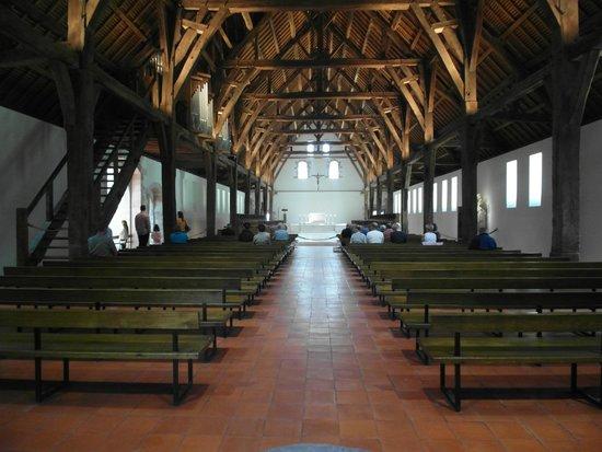 Abbaye de St-Wandrille: La nuova cappella in legno