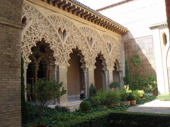 Palacio de la Aljaferia : Alfajeria